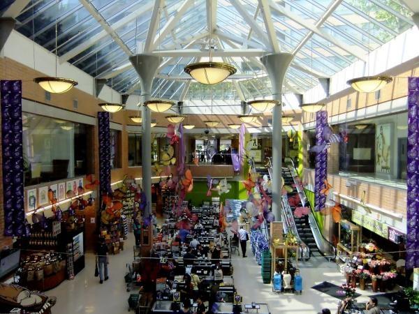 Whole Foods Market Yorkville 87 Avenue Road in Hazelton Lanes Shopping Centre Victoria Boscariol Chestnut Park Real Estate #yorkville #toronto
