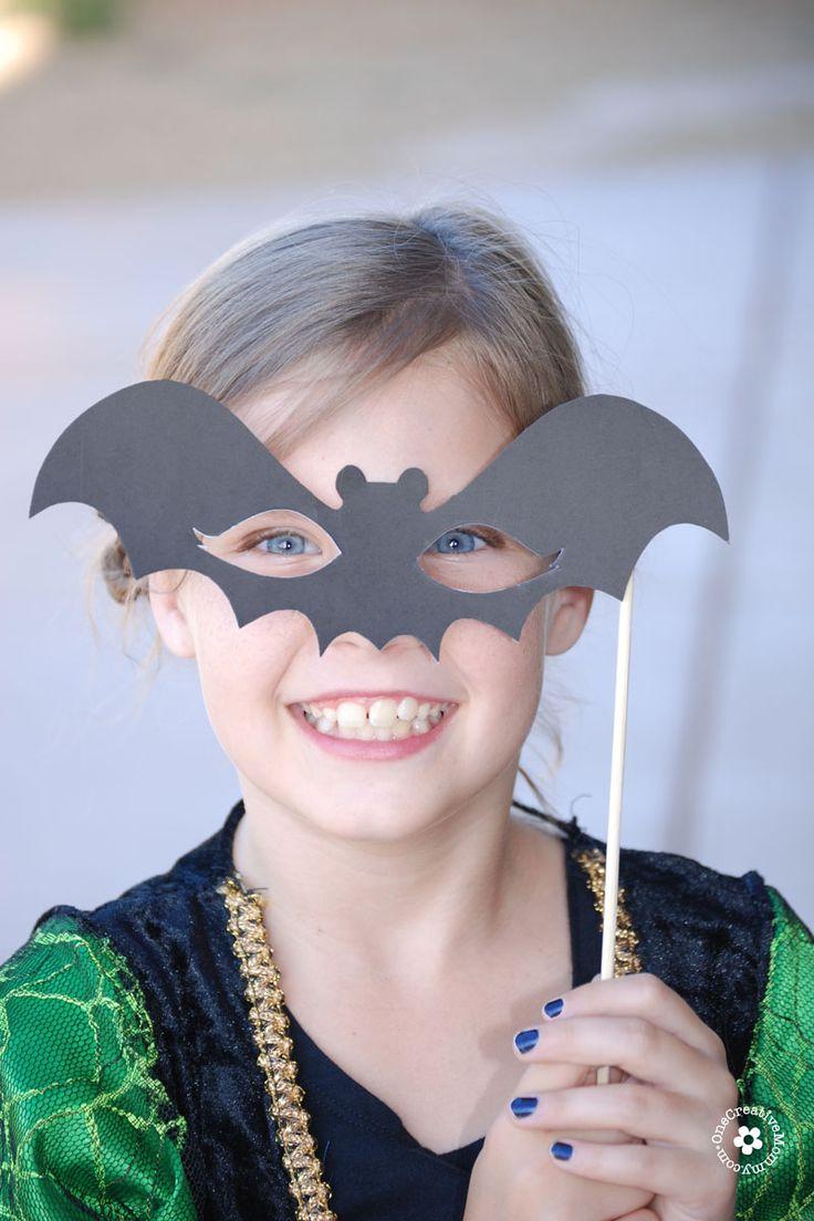 Best 25+ Halloween photo booths ideas on Pinterest   Halloween ...