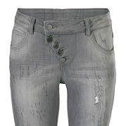 """Узкие джинсы с протертостями и складками - фаворит молодежного кэжуального стиля. Немного заниженный пояс, стрейчевый хлопковый деним и покрой """"дудочки"""" гарантируют прекрасную посадку по фигуре. Идеальный вариант для комбинирования. На пуговицах. Длина по внутреннему шву для разм. N примерно 71 см, для разм. К - примерно 65 см. за 2799р.- от Otto"""