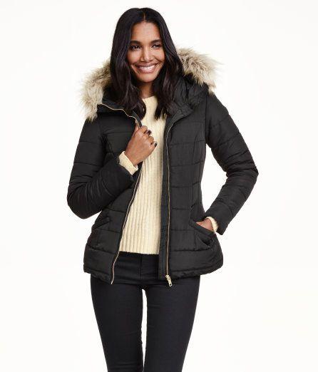 이거 한 번 확인해봐! 집업 스타일의 얇은 퀼티드 재킷. 후드 부분에 페이크 퍼 트리밍과 안감이 있으며, 금속 버클이 있는 신축성 벨트를 두른 디자인. 옆면 포켓. 안감 부착.  – hm.com을 방문해 더 많은 정보를 살펴보세요.