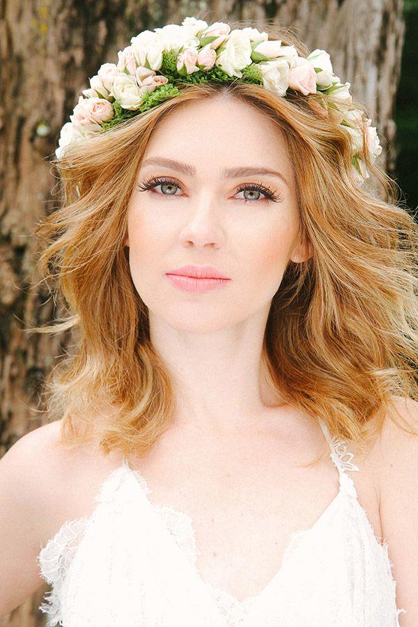 O beauty artist elaborou 4 maquiagens e penteados perfeitos para um casamento no campo.