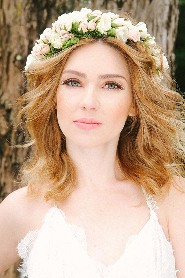 Penteado de noiva - cabelo solto com guirlanda de flores - casamento no campo ( Beleza: Cris Moreno | Foto: Lorena de Paula )