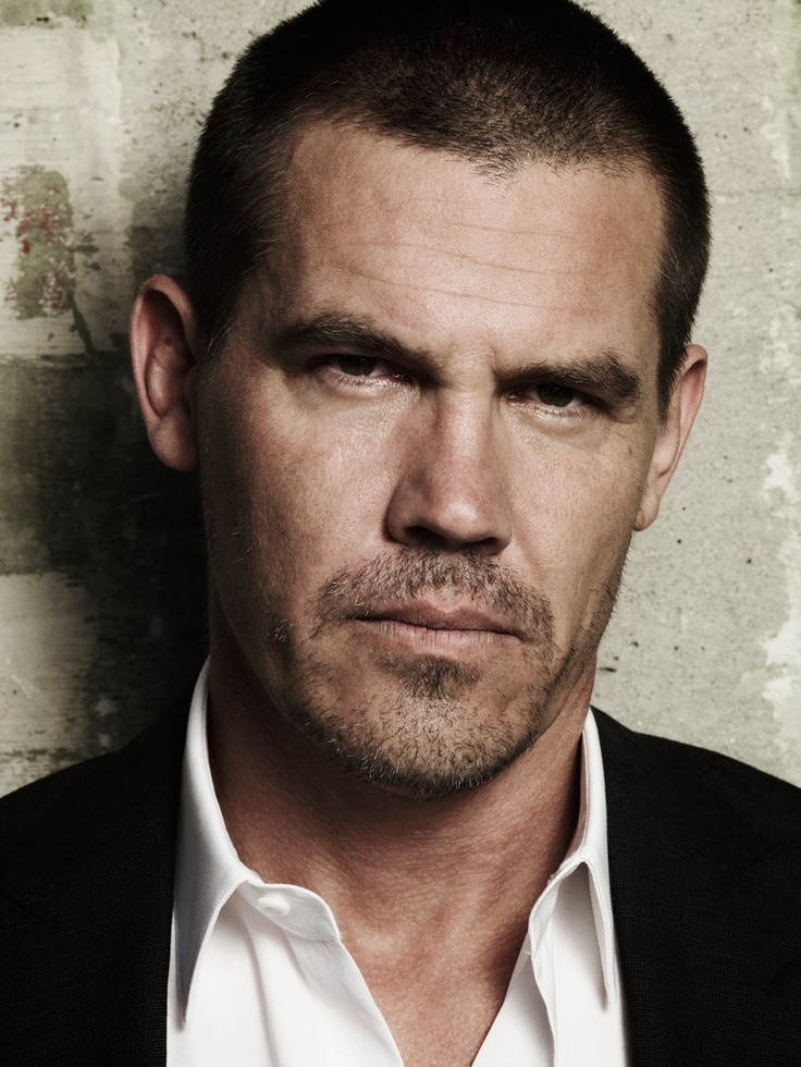 Josh Brolin. He's a very sexy man. Just saw Sin City and he's one of those who is more attractive when you see him in motion (his facial expressions etc.). Given his violent nature towards women, i'm not fond or proud of him as a man. This is mere shallowness on my part, you understand.
