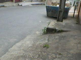 Assunto - Utilidade Pública: Caçambas com Entulhos nas Calçadas