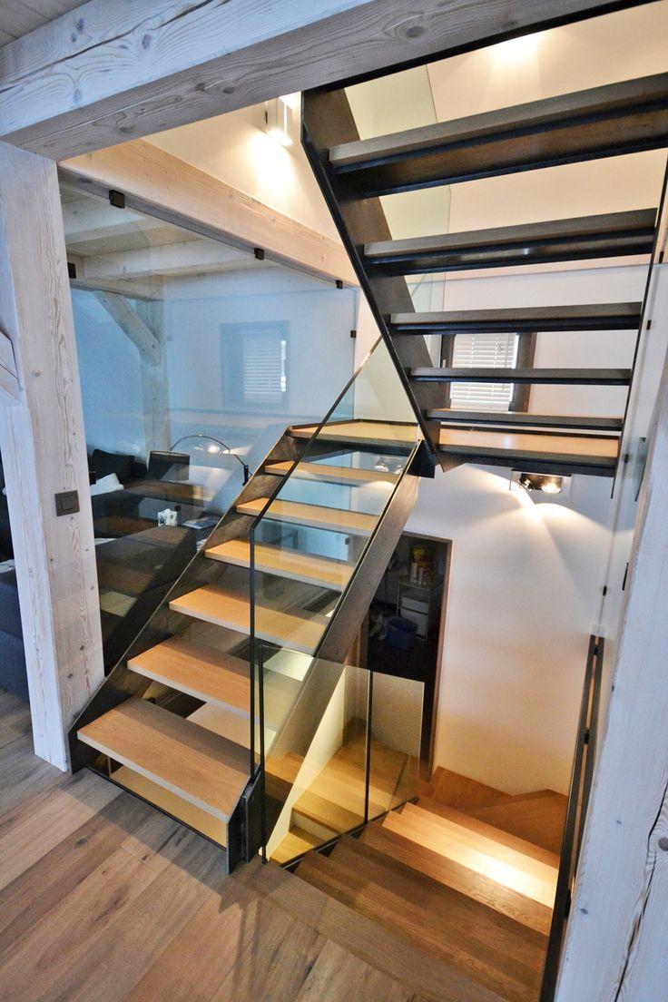 Escaleras En Forma De U Of Escalera Abierta En Forma De U Con Zancas Laterales