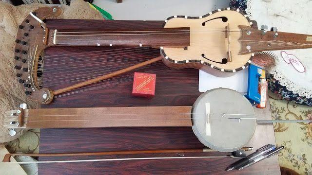 自作楽器研究所|Homemade Instruments: 20弦ハープバイオリンとバンジョー・バイオリンにバイオリン用の弦を張ろうとしたら長さが足りなかったが...