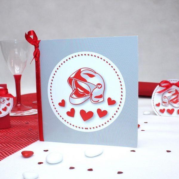 Une carte d'invitation avec ou sans enveloppe pour un mariage de pompiers, le même thème que le contenants à dragées pompiers que vous offrirez à vos amis et famille lors de la cérémonie. Vous pouvez nous confier l'impression du faire part