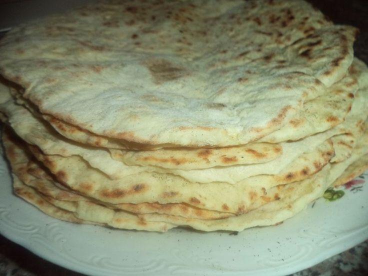 Reteta culinara Lipii cu branza si cartofi pe tigaie din categoria Piine. Specific Romania. Cum sa faci Lipii cu branza si cartofi pe tigaie