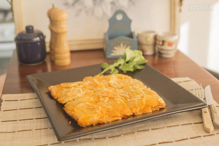 Para acompañar una milanesa, un filete, un omelette o lo que te guste; estas papas son deliciosas y muy fáciles de preparar. Echa un vistazo a las instrucciones que te mostramos en el vídeo exclusivo que preparamos para esta ocasión. Ingredientes:4 papas1/4 litro crema de leche1/4 taza de ketchup1 c