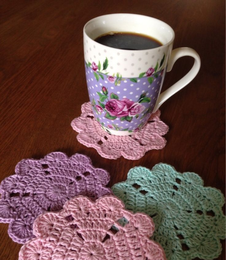 FREE Heart Coaster Crochet Pattern - pinned by intheloopcrafts.blogspot.com