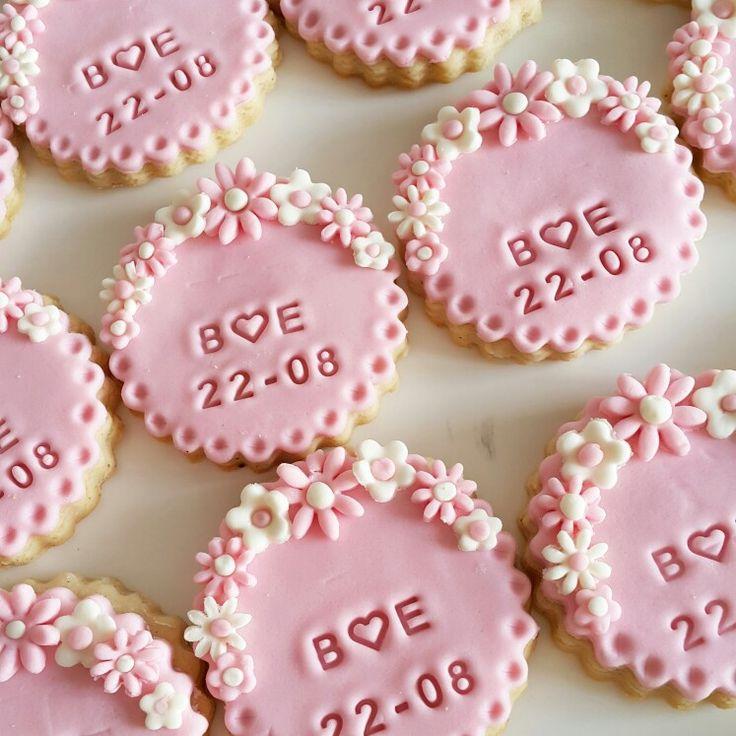 Nişan kurabiyeleri Tüm Tarifler instagram @kamilehaniminkizlari sayfasında