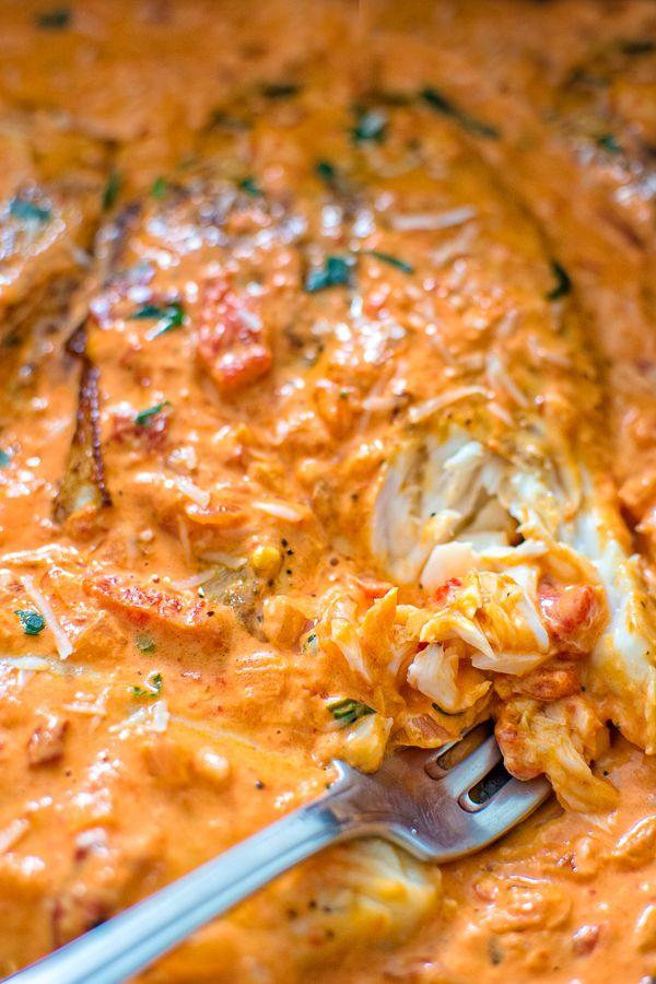 Esta Tilapia asado en salsa de pimienta es absolutamente delicioso, elegante y digno de una ocasión especial.  No vas a creer lo fácil que es hacerlo!  ❤ COOKTORIA.COM
