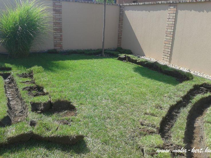 Öntözőrendszer telepítése már meglévő kertben. 1-2 hét alatt nyoma sincs.