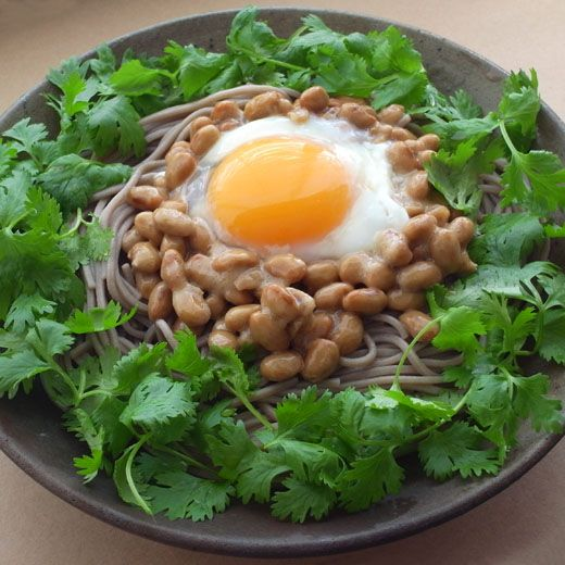 Photo: Japanese Soba Buckwheat Noodles topped with a Fresh Raw Egg, Natto and Cilantro Leaves|納豆パクチー蕎麦レシピ