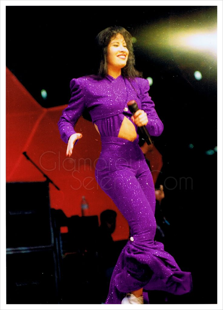 Selena At The Houston Astrodome 1995 ( I'm Still A Fan of This Purple Jumpsuit!