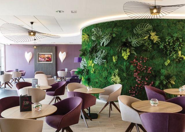 Un magnifico hotel nel cuore della Costa Azzurra per tornare in forma e rilassarsi con talassoterapia, aromaterapia, spa e una deliziosa colazione.