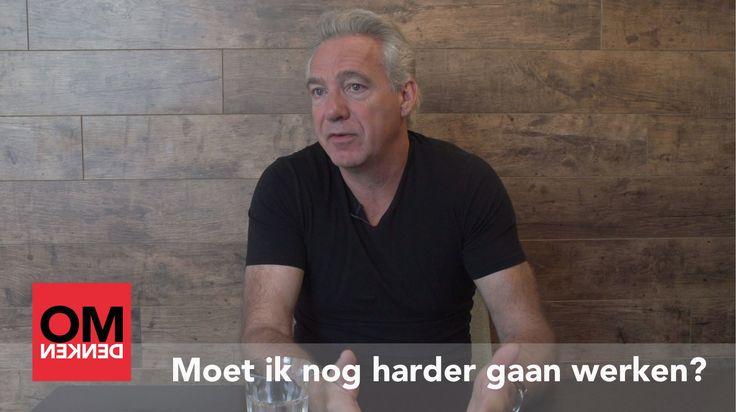 In deze video geeft Berthold Gunster antwoord op de vraag: wat moet ik doen als ik eigenlijk iets te veel werk heb? Nog harder werken? Want anders word ik misschien ontslagen...