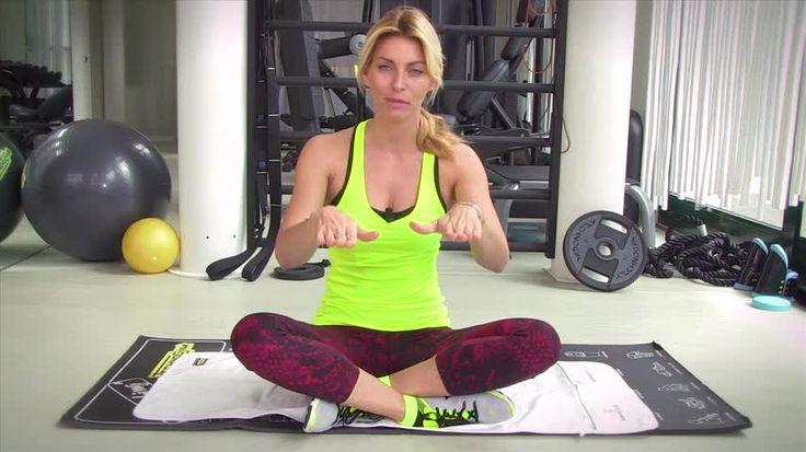 Video/ Allenati con Federica Fontana: iniziamo con il sollevamento del bacino per i glutei!