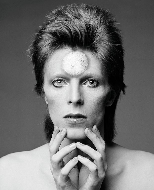 An alternate cover has been created for the 2003 mix of Ziggy Stardust by Ken Scott, which features an outtake from the original Heddon Street photo session. There is also newly originated artwork for Re:Call 1 featuring a 1973 in-studio image from renowned photographer Mick Rock.