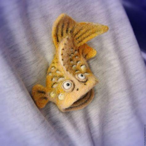 Броши ручной работы. Заказать Валяные броши-рыбы, для примера. Malupasy. Ярмарка Мастеров. Смешная рыба, желтый