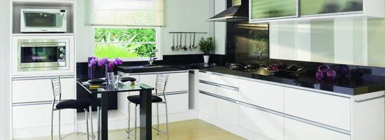 A cozinha é um ponto central de qualquer habitação, a sua envolvência com os momentos que lá são passados implicam que se tenha em atenção os mais pequenos