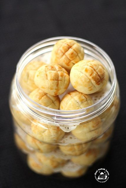 Nasi Lemak Lover: Melt-in-your-mouth Pineapple Tarts (with homemade pineapple filling recipe)
