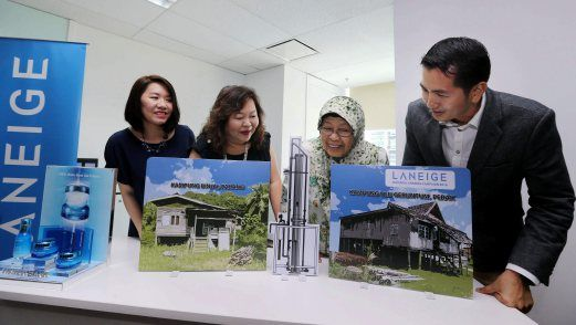 """KUALA LUMPUR: Laneige Malaysia in collaboration with the Global Peace Foundation (GPF) has launched its annual """"Waterful Sharing Campaign"""" to offer water relief to some 500 Orang Asli residents in the remote areas of Kampung Binjai, Pahang and Kampung Ulu Geruntum, Perak."""