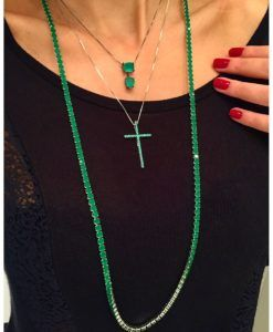 colar riviera longo esmeralda e crucifixo prata