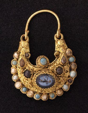 Gold Earring with pearls and roman gem. Modelled after byzantine artwork. Cologne. Before 1096 pogrom. Found in the remains of the jewish quarter. (Now an official excavation, BTW my working place...I`m a student parttime archaeologist:)