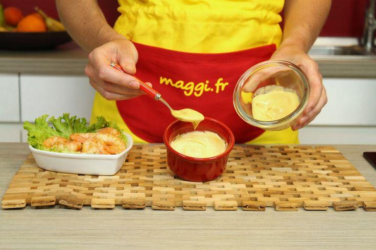 Comment rattraper une mayonnaise ?  Pour rattraper une mayonnaise, ajoutez une cuillerée à café de moutarde, d'eau chaude ou de vinaigre et mixez-la. Autre astuce possible: versez dans un bol deux cuillères à soupe de vinaigre, faites le tiédir, puis reversez votre mayonnaise ratée dedans en fouettant avec énergie.