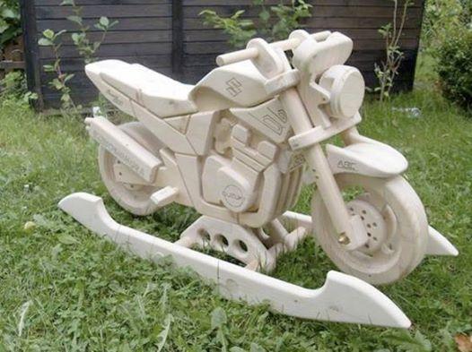 This wooden #motorcycle #rocker is a must-have for biker kids: http://www.1-2-do.com/de/projekt/Schaukelmotorrad-Suzuki-GSF-1200-N-Bandit/bauanleitung-zum-selber-bauen/4129/