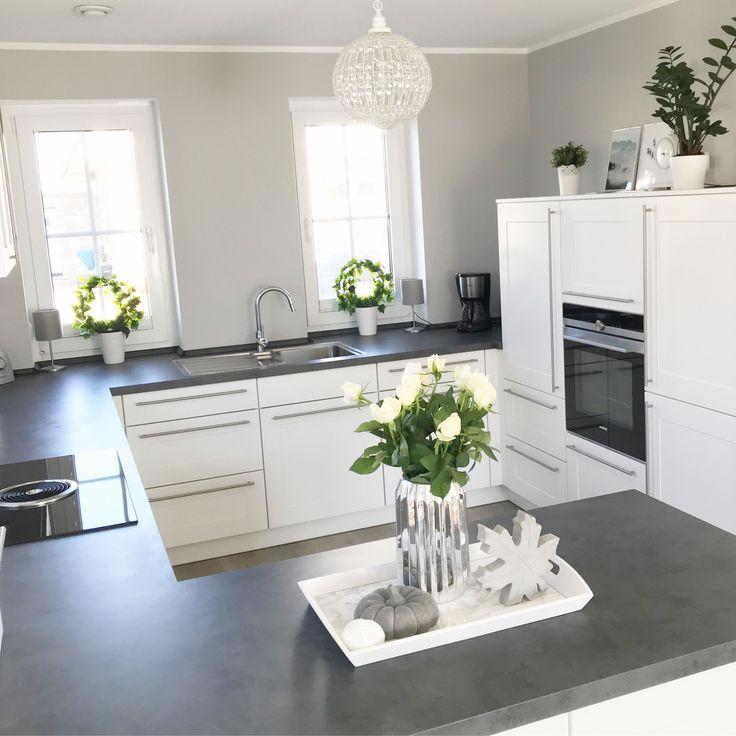 Instagram Wohn Emotion Landhaus Kitchen Kitchen Modern Gray White Gray White Kuche Landhaus Modern Haus Kuchen Und Deko Tisch