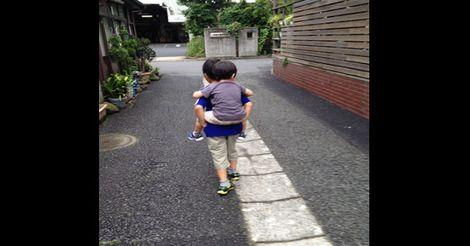 自閉症の弟をからかう近所の小学生。その時、兄が毅然とした態度で言い放った言葉に考えさせられる