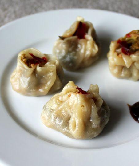 ShuMai/SiuMai dumplings filled with broccoli & zucchini in garlic sauce (Vegan)   Vegan Richa