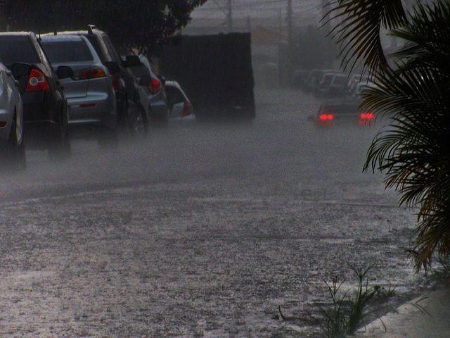Tempo chuvoso | por valtencirmoraes