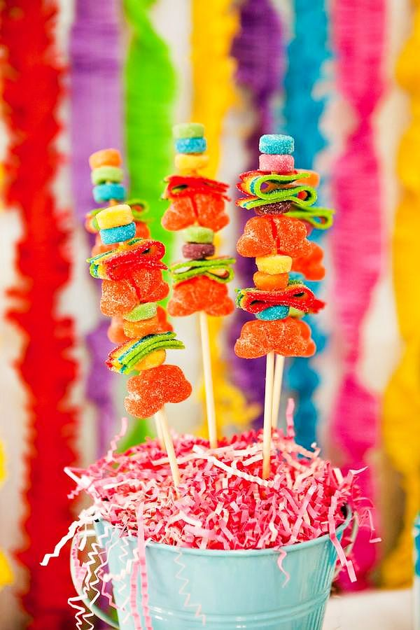 COOL Snow Cone Themed Party (+ Rainbow Dessert Table)