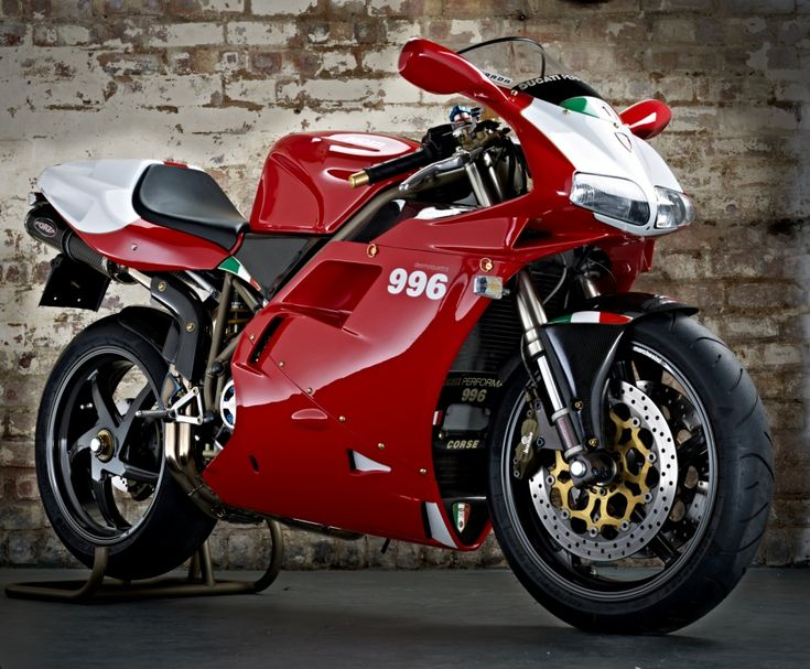 Lightly modified Ducati 996SPS. One of the best looking bikes ever!