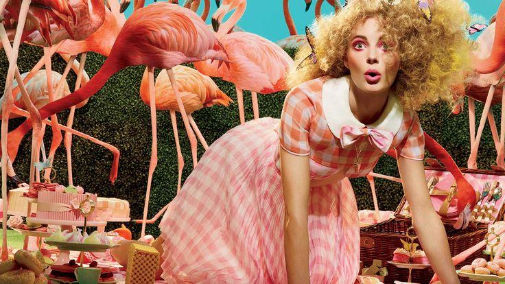 Розовый фламинго покорит всех - от кутюрье до звезд. А что тебе понравилось?