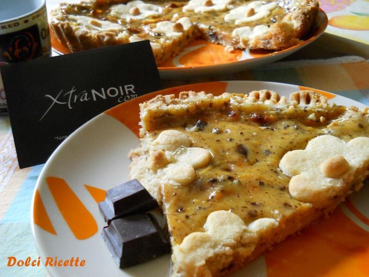 Crostata con crema di arancia e scaglie di cioccolato fondente  http://dolciricette.blogspot.it/2012/10/xtranoir-crostata-con-crema-allarancia.html