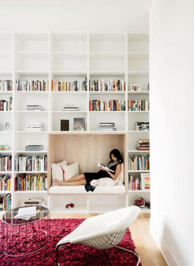 Robertson Design assina este ambiente, em Houston, Estados Unidos, que conta com um nicho para leitura