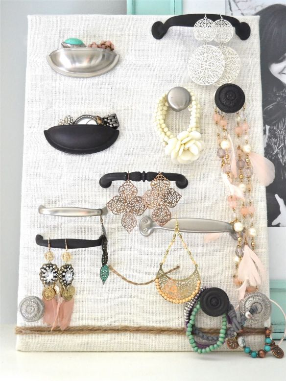 23 Jewelry Display DIYs! | This with cuter knobs