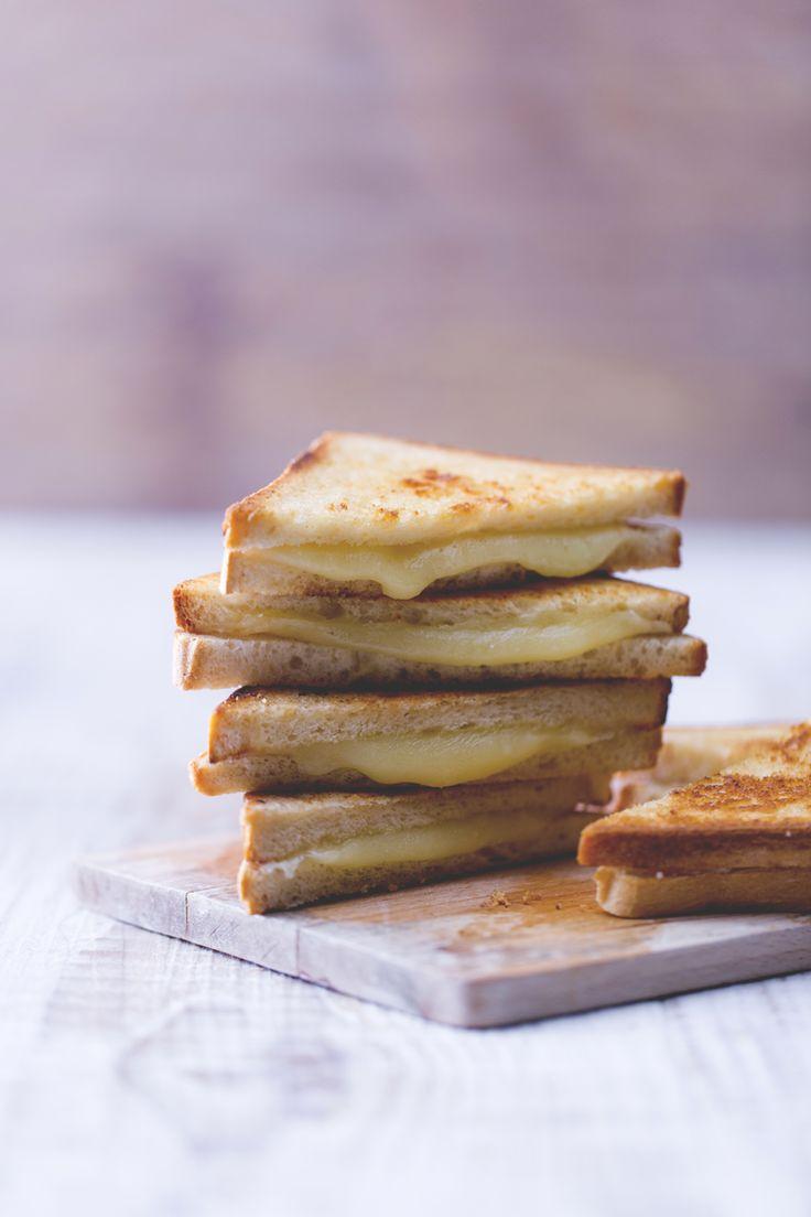 Non lasciatevi ingannare dalla semplicià della combinazione fra pane e formaggio... il grilled cheese sandwich scatenerà una guerra all'ultimo scioglievole morso!