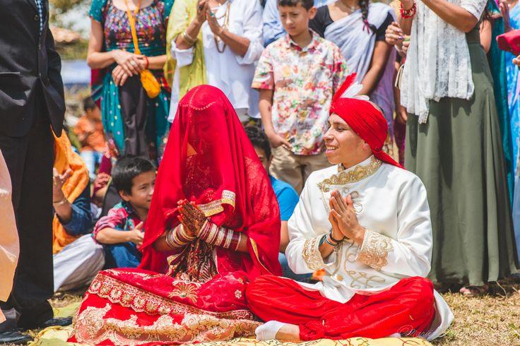 Indian wedding, bride, veil, nose ring, bindi married, hare krishna, colombia, couple, portrait, photography, flowers, bouquet, mariée, bouquet, fleurs, white, inspiration, mariage, wedding, photographer, Montreal