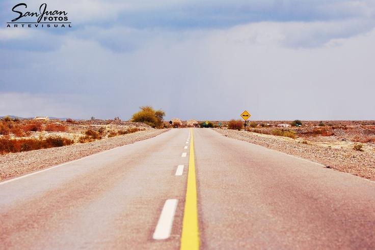 Ruta 40 rumbo a Jáchal. San Juan. Argentina