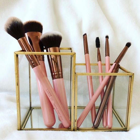 My favorite makeup brush set!💕High quality, affordable and pink & rose gold - doesn't get any better!