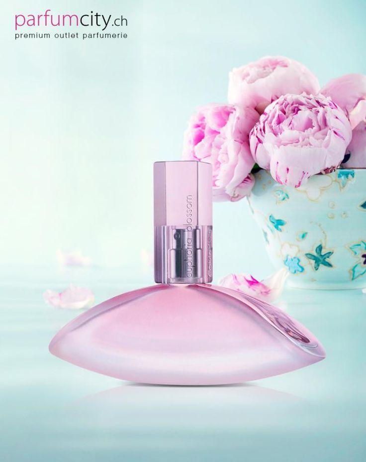 Calvin Klein Euphoria Blossom Das Parfum ist eine zartere Version des klassischen Dufts Euphoria. Euphoria Blossom ist ein frischer Duft für sonnige Tage.