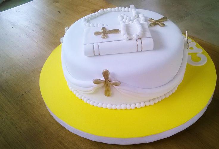 torta de comuni n con biblia cruces doradas y rosario