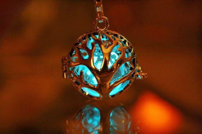 glow-in-the-dark tree of life necklace designer schmuck amulette keltischer schmuck vintage schmuck leuchtend keltischer lebensbaum