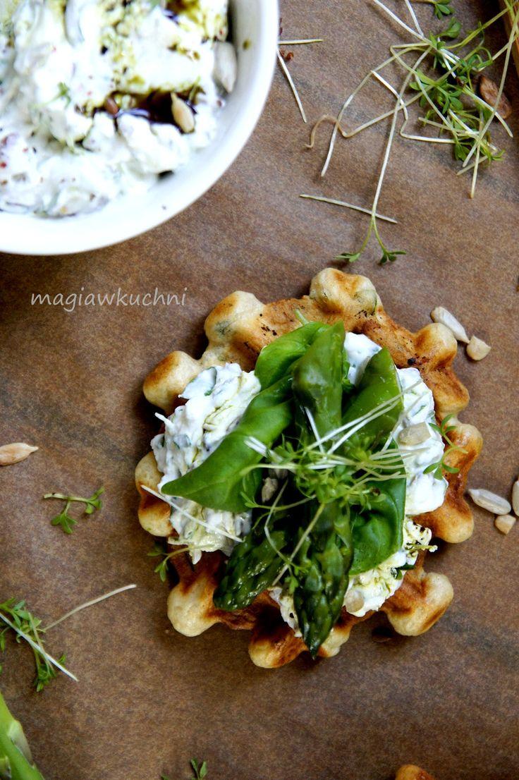 Herbal yeast waffles and cottage cheese / Ziołowe gofry drożdżowe.