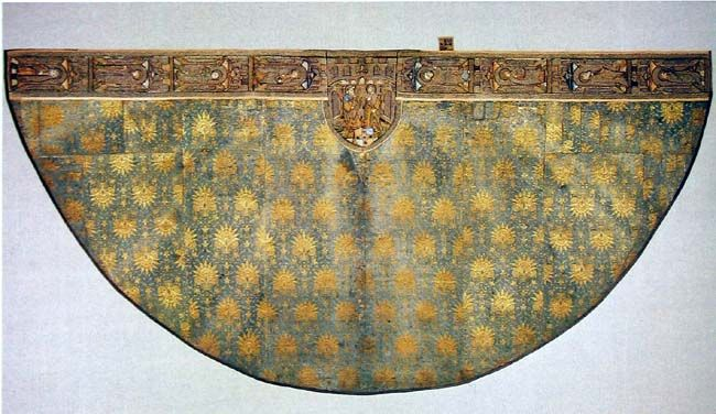 Mantle with floral pattern from 13/14th century you can see in Berne Historical Museum